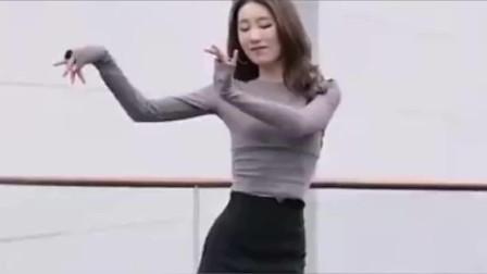 街拍,说一个你喜欢美女舞蹈的原因