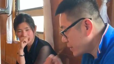 头一次坐朝鲜的火车,偶遇朝鲜网红美女,感觉
