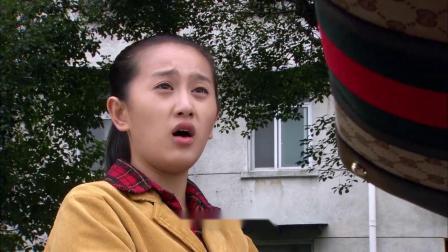 美女坐豪车上学,谁料农村女孩也想跟她赚钱,