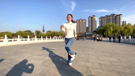 美女跳鬼步舞《最爱笑的人》舞步动感时尚,好