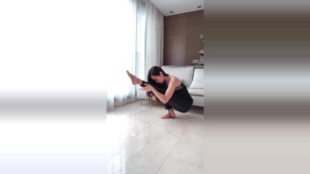 【美女瑜伽】小姐姐实力瑜伽训练:美丽的身姿
