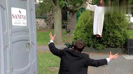 国外恶搞:街边神父显灵把残疾人治好了,这时