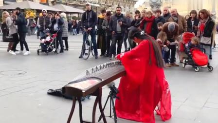 美女在法国街头用古筝演奏《上海滩》,不凡气