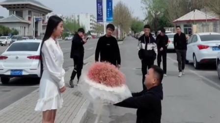 帅哥向美女求婚,美女的回答太扎心了,还好身