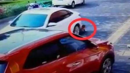年轻美女不看路只顾刷手机,结果被车撞翻碾压
