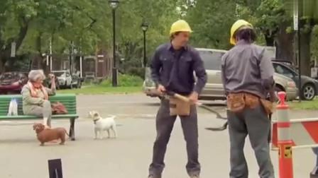 整蛊爆笑恶搞:懒散工人拿纸板人当替身,竟然