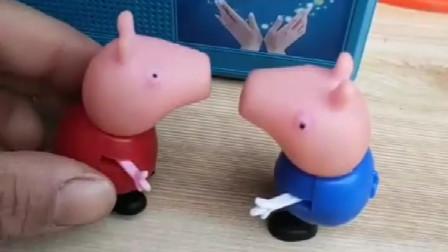 乔治想听歌,佩奇拿猪妈妈的音乐播放器给乔治