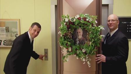 国外恶搞:当电梯门打开,一具尸体躺在你面前