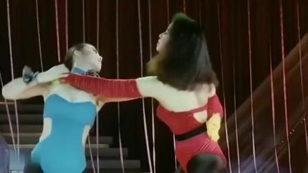 珍贵视频,香港两大美女斗舞:钟楚红和利智!