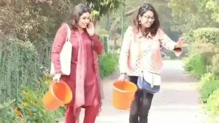 国外整蛊搞笑恶作剧,印度恶搞,路人被桶套完