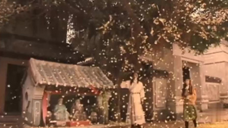 小伙要让天下雨,内力深厚一掌劈山大树,竟用