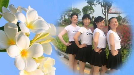 唐江舞动人生广场舞《拉萨夜雨》单人水兵舞 游玩随拍