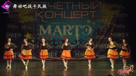 这是迪士尼走出的公主吗 小姐姐像活在童话里 俄罗斯女孩跳芭蕾气质太美了