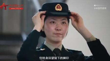军媒采访一名曾参加天安门阅兵的解放军女兵 里面有大量女兵训练画面 很多画面不多见