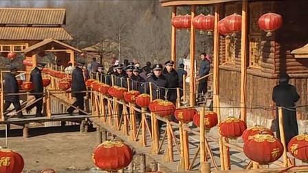 龙泉山庄被查封 刘老根锁在屋里喝闷酒 第二天起来彻底疯了
