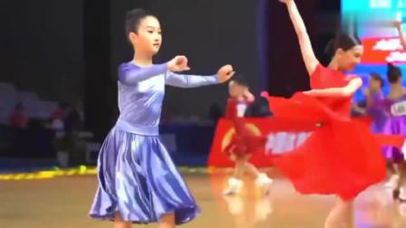拉丁舞 文章 马伊琍陪女儿参加拉丁舞比赛 值得很多家长学习