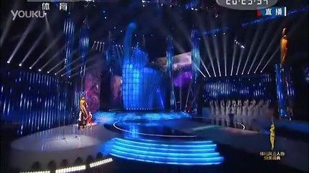 冯珊珊获年度最佳非奥奖 颁奖现场激动落泪