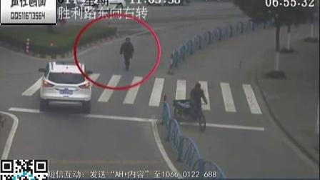 监控实拍:五旬男子当街碰瓷 最高纪录一天6次
