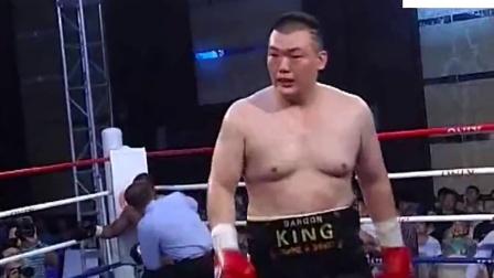 中国泰森享誉世界拳坛! 龙王张君龙把黑人拳王打的跪地求饶