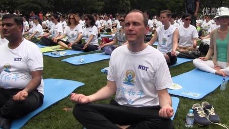 史墨客总领事参加国际瑜伽日活动