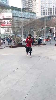 我是狗王粤子,学的像的话给我疯狂点赞!!!