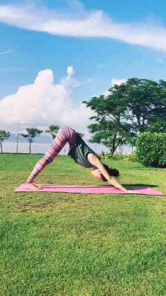 轻松甩腹和美腿,锻炼核心力量和腿部拉伸,每