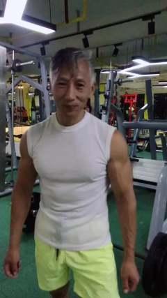 刘老头也能跟上音乐的节奏