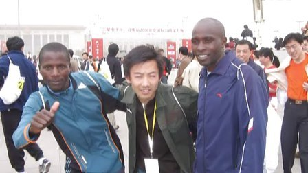 云游步心灵之旅陈军登珠峰跑马拉松教英语图片