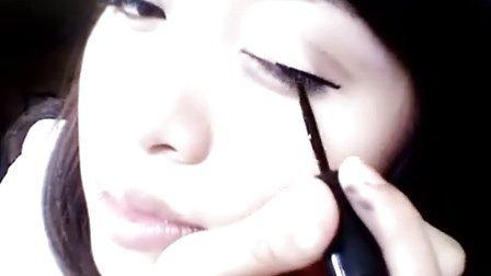 化妆达人MichellePhan使用双永眼线笔美容教程