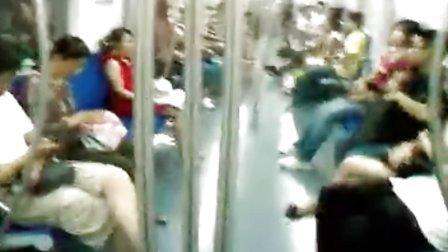 实拍:北京地铁二号线通过弯道!