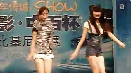 长腿女孩Nobody舞蹈表演——《新生活》周报四周年传城秀风影中百杯比基尼大赛暨汽车嘉年华!