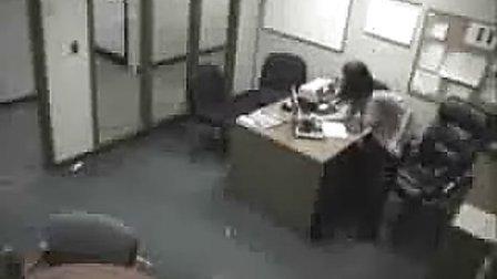 女人在办公室的疯狂举动