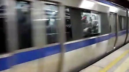 北京地铁2号线16进站