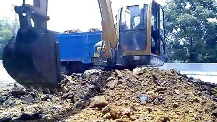 玉柴挖掘机在装车视频