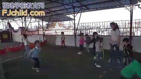 幼儿园中班体育活动《好玩的圈》