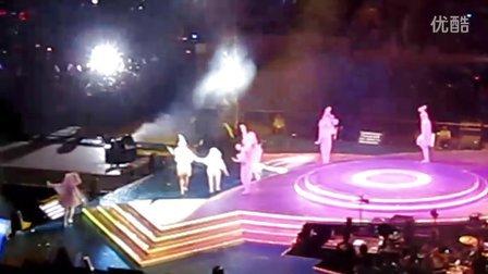 2011梁静茹北京演唱会-大手拉小手