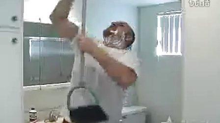 美女与猛男的浴室之战
