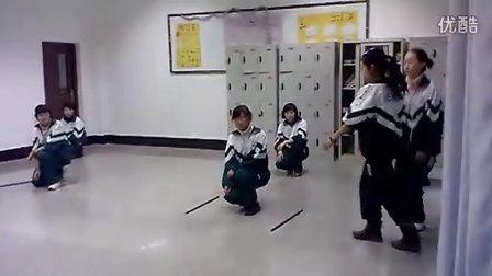 班级排练舞蹈