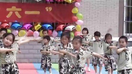 《军中姐妹》——润扬幼教集团百祥幼儿园大班集体舞蹈展现了很好的团队精神