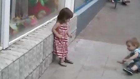 小子,放开那个萝莉