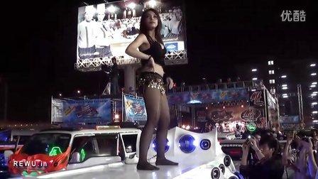 泰国漂亮女车模 金属丝舞裙美女热舞绝非人妖
