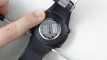 Suunto_Core_-_how_to_remove_a_strap