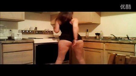 性感内衣女孩厨房电臀舞 你也可以做到 运动之美,世界共享