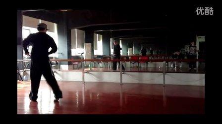 【欧吉舞蹈】武汉街舞教学-Popping机械舞-Boogz老师即兴Solo