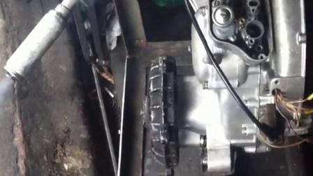 意大利小绵羊vespa发动机引擎就是这么有力!!!
