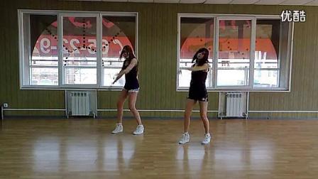 19的美女姐妹热舞,美女舞蹈自拍