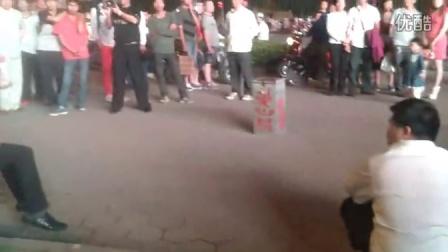 涛声依旧 残疾流浪歌手街头卖唱 秒杀中国好声音图片