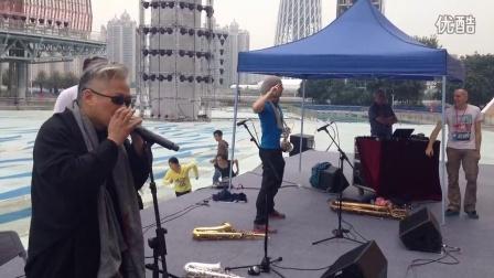 方锦龙大师与法国电子音乐家萨克斯演奏家合作