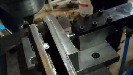 埃瑞特哈芬槽铆接机,槽道铆接机,哈芬槽道机旋铆机加工过程