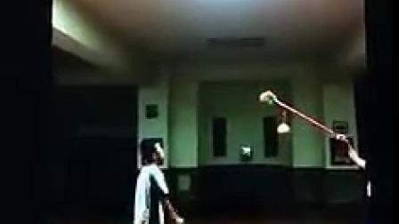 """""""一个梦想成为泰拳王托尼贾的少年, 不过这条路似乎还非常遥远…"""""""